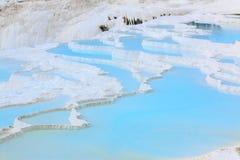 Naturlig kalkstenvattentips i Pamukkale Royaltyfri Fotografi