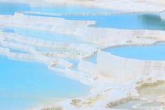 Naturlig kalkstenvattentips i Pamukkale Royaltyfria Foton