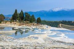 Naturlig kalkstenvattentips i Pamukkale Royaltyfria Bilder