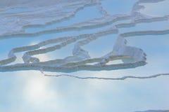Naturlig kalkstenvattentips i Pamukkale Arkivfoton