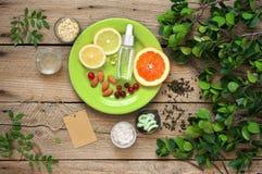 Naturlig organisk sk?nhetsmedel och gr?nska arkivfoton