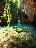 Naturlig pöl för blått vatten i en kanjon i Chapada das Mesas, Brasilien Royaltyfri Fotografi