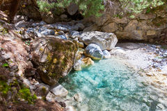Naturlig pöl inom Samaria Gorge Arkivfoton