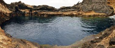 Naturlig pöl på Lava Rocks Royaltyfri Fotografi