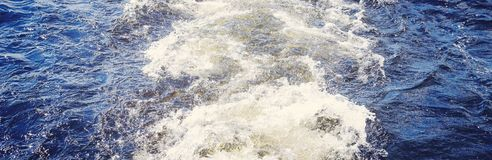 Naturlig panorama- bakgrund, vattentextur royaltyfri bild