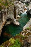 Naturlig skönhet: Den Verzasca dalfloden i Ticino royaltyfria foton