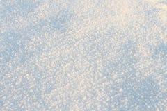 Naturlig snöbakgrund i vintern Arkivfoto
