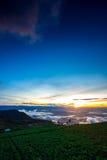 Naturlig solnedgångsoluppgång Phu Thap Boek, Phetchabun berg Landskaphimmel på solnedgången Dawn Sunrise Osedda Thailand Royaltyfri Bild