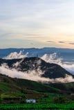 Naturlig solnedgångsoluppgång Phu Thap Boek, Phetchabun berg Landskaphimmel på solnedgången Dawn Sunrise Osedda Thailand Arkivfoto