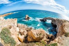 Naturlig stenbåge i Agia Napa, Cypern Arkivbilder