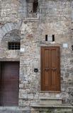 Naturlig stenfasad i Gubbio - Italien Fotografering för Bildbyråer