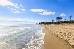 Naturlig strand Marina di Alberese i Toscana i Italien Royaltyfria Foton