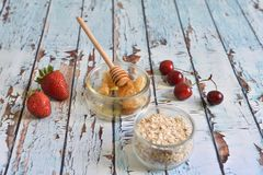 Naturlig, sund och utsökt frukost Arkivbilder
