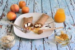 Naturlig, sund och utsökt frukost Arkivfoton