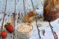 Naturlig, sund och utsökt frukost Arkivfoto