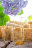 Naturlig växt- tvål för hemlagad calendula Arkivfoto