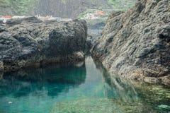 Naturlig vattentips i Garachico Arkivbilder