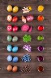Naturliga färgade easter ägg Arkivbilder
