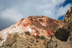 Naturliga färger av Firiplaka sätter på land, Milos, Grekland arkivbild