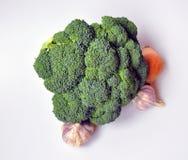 Naturliga grönsaker - broccoli, vitlök, lök royaltyfria foton