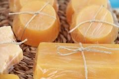 Naturliga handgjorda tvålstänger med naturliga ingredienser Royaltyfri Bild