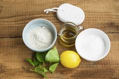 Naturliga hemlagade skincareingredienser med lera, natriumbikarbonat, lem Arkivfoto