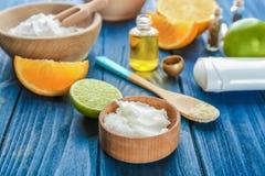 Naturliga ingredienser för att förbereda deodoranten Royaltyfri Fotografi
