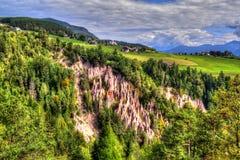 Naturliga jordpyramider i Renon, Ritten, södra Tyrol, Italien arkivfoto