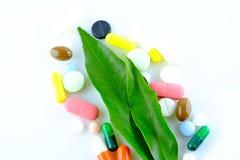 Naturliga mediciner och preventivpillerar Arkivbilder