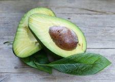 Naturliga mogna avokadon royaltyfri foto