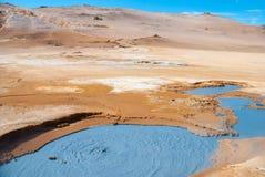 Naturliga mudkrukar, Island Royaltyfri Bild