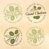 Naturliga olivoljaetiketter Arkivbild