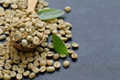 Naturliga organiska gröna kaffebönor Royaltyfria Foton