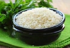 Naturliga organiska vita ris i bunke Fotografering för Bildbyråer