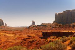 Naturliga sikt av USA Monumentalt vaggar i dalen av monument i Utah och Arizona Arkivbild