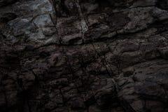 Naturliga stenar viks i vägg Bakgrund Arkivfoto