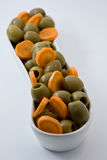 Naturligt banta mat oliv och morot stångsädesslag bantar kondition Banta vägen Arkivbilder