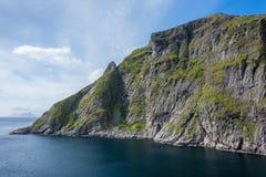 Naturligt berglandskap på sommar i Lofoten, Norge fotografering för bildbyråer