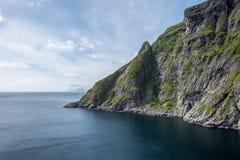 Naturligt berglandskap på sommar i Lofoten, Norge royaltyfri fotografi