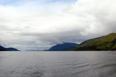 Naturligt landskap av fjorden av västra Skottland nära Fort William Royaltyfri Fotografi