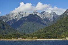 Naturligt landskap av Patagoniaberg av sydliga Chile Royaltyfria Bilder