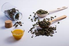 Naturligt organiskt te med honung arkivfoto
