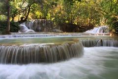 Naturligt ren vattenfall Arkivfoton