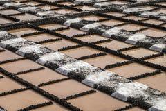 Naturligt salt för hav som göras i salta pannor Arkivfoton
