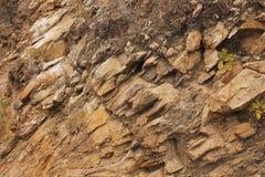 Naturligt stena v?ggen av v?gen i kullen el Cubilete, Guanajuato royaltyfria bilder