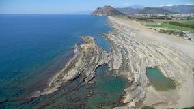 Naturligt vagga bildande på den Koru stranden vid medelhavet i Gazipasa, Antalya, Turkiet stock video