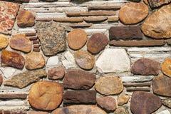Naturligt vaggar, och stenen mönstrar och texturerar väggbakgrund Royaltyfri Bild