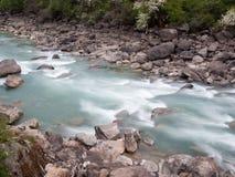 naturligt vatten för flöde arkivfoton