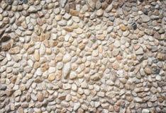 Naturmusterbeschaffenheit des mehrfarbigen Steins dekorativ auf Betonmauer für Hintergrund lizenzfreie stockbilder