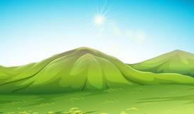 Naturplats med det gröna berget Arkivfoton